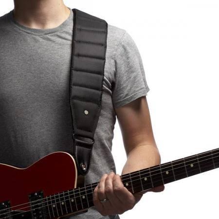 Mono Betty Long Correa guitarra