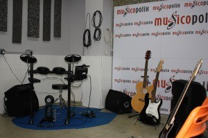 Clases de guitarra, piano y batería en Musicopolix Alcorcón