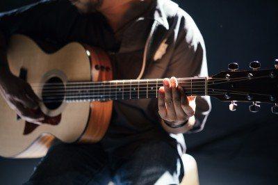 Consejos a la hora de comprar una guitarra acustica