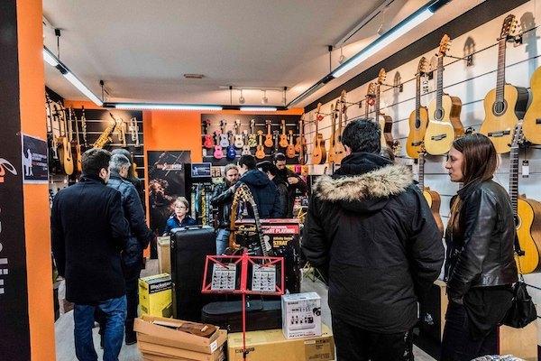 Cumplimos un año como tienda de referencia musical en Barajas
