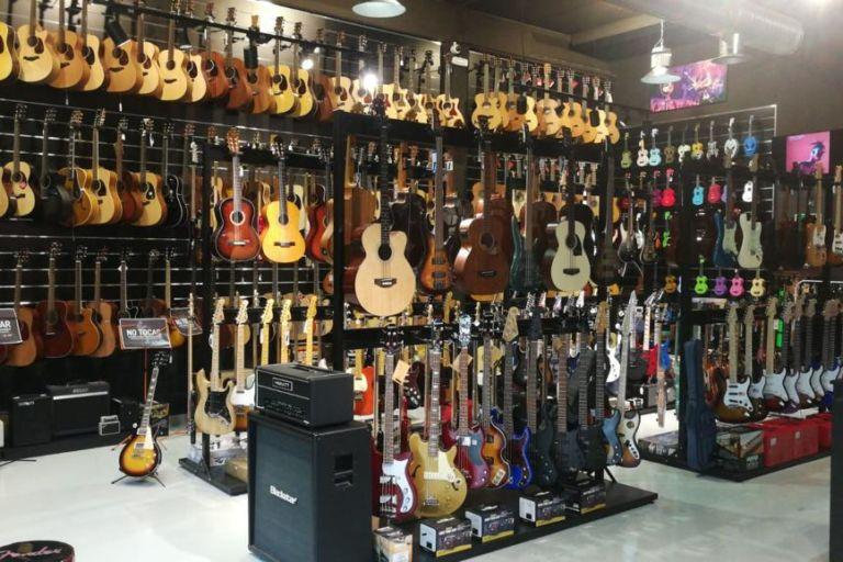 guitarras en Musicopolix Sanse Nuevo Local
