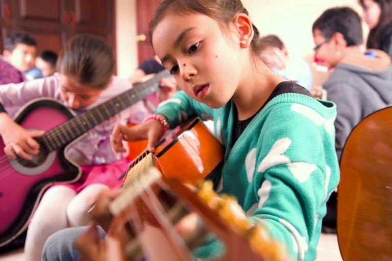 Comprar guitarra infantil portada