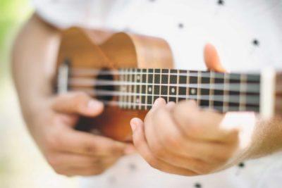 ¿Quieres empezar a tocar algún instrumento? En Musicopolix te presentamos el instrumento de moda: el ukelele.