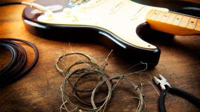 ¿Tienes dudas sobre cómo cambiar las cuerdas de tu guitarra? En Musicopolix te damos las claves