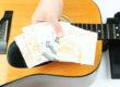 cómo cambiar las cuerdas de una guitarra española portada