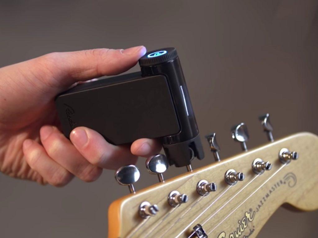 cómo utilizar el afinador de guitarra portada